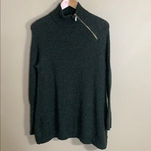 Vineyard Vines green tunic sweater